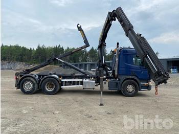 Camión multibasculante  Scania P400LB Lastväxlare med Kran och Flak