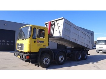 MAN 35.332 (BIG AXLE / STEEL SUSPENSION / MANUAL PUMP / 6 CYLINDER) - volquete camión