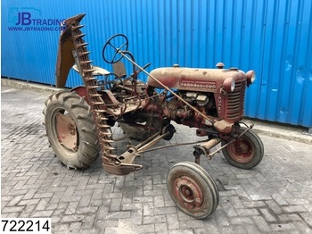 Tractor agricola International Cub Mc Cormick International Farmall FFS CUB + Lawn mower, 4 Cilinder petrol / Gasoline