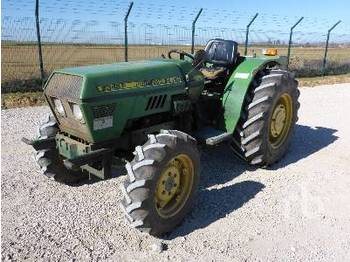 JOHN DEERE 2345F 4WD - tractor agricola