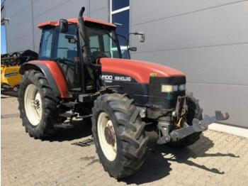 Tractor agricola New Holland M 100