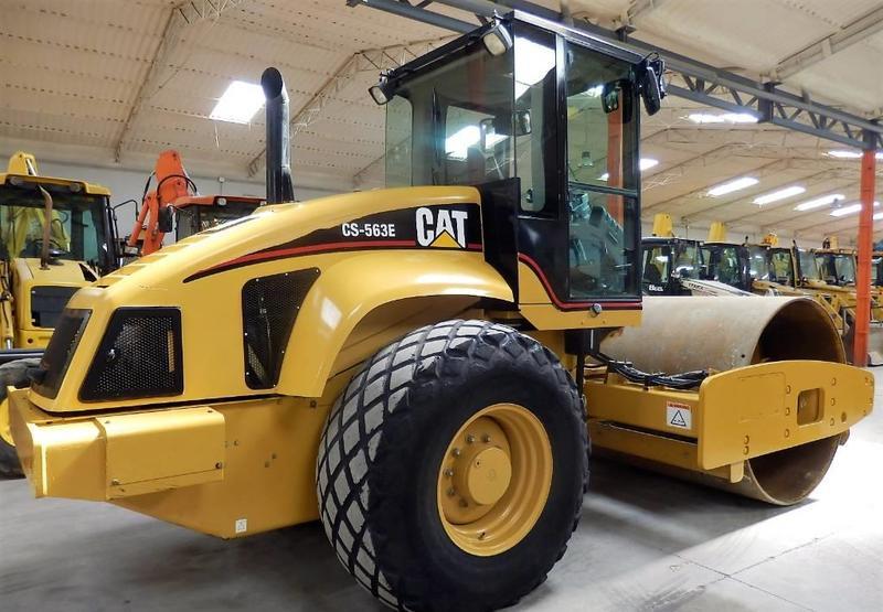 compactador Caterpillar CS 563 E
