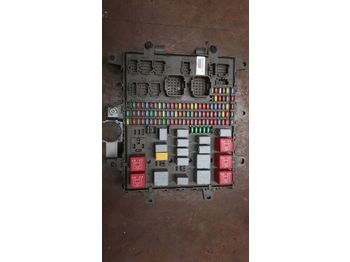 RENAULT /Central fuse box 7421464562 7421169993 7421079590 - fusible